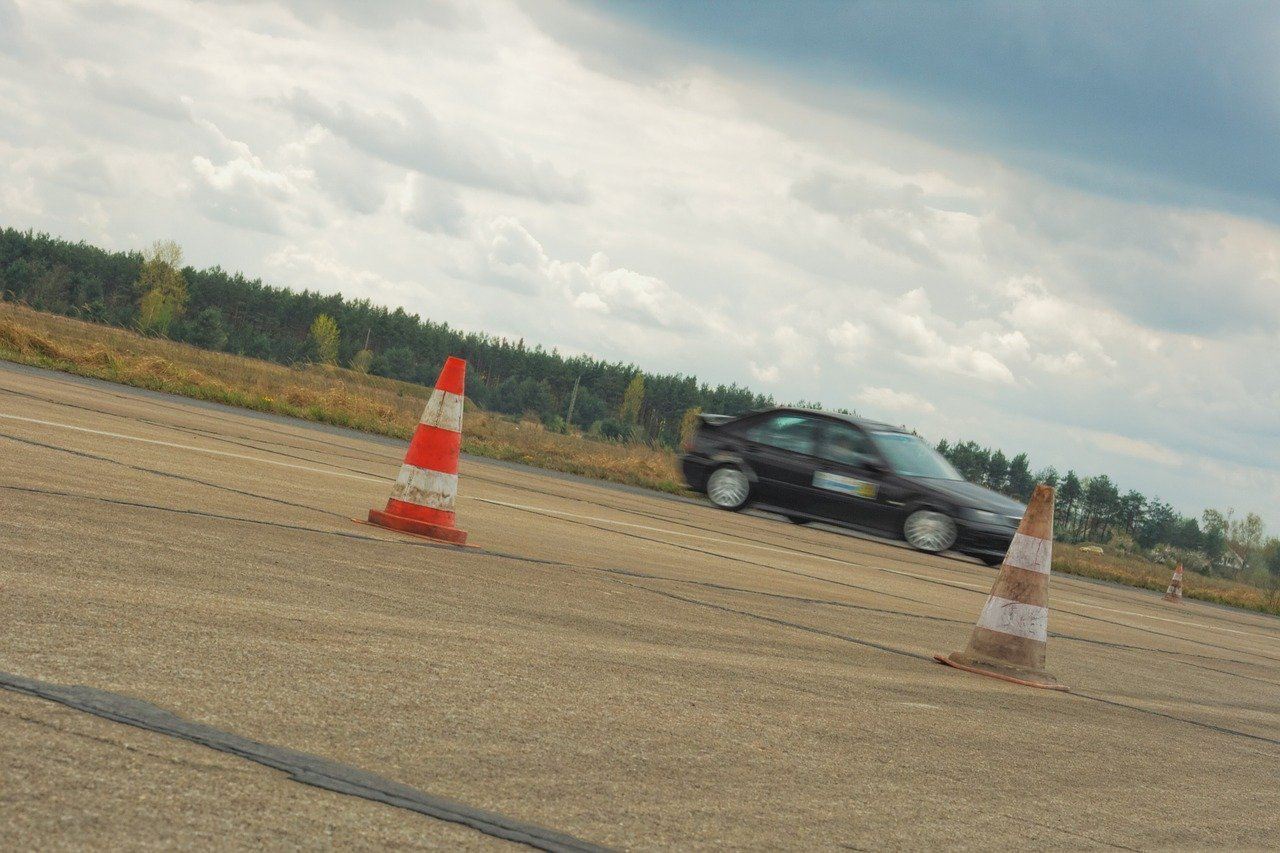 cartrend_vezetéstechnikai tréning